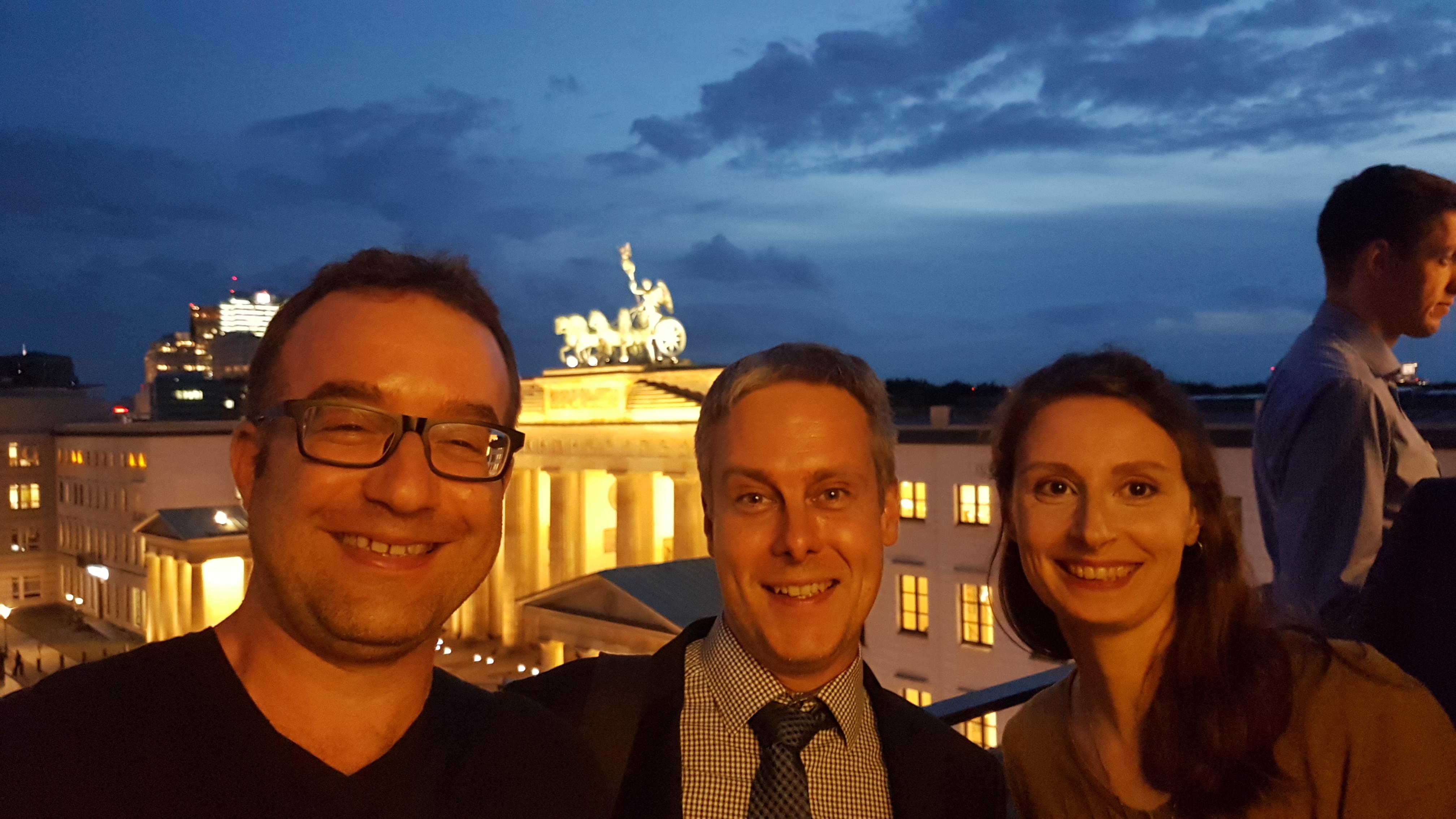 Gruppenphoto auf dem Balkon des Allianzforums